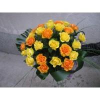 Букет с З1 бр. жълти и оранжеви рози без опаковка