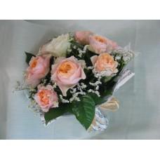 Букет в нежно прасковен цвят с 11 бр рози