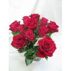 Букет 11 бр. червени рози .Поднася се във изящна стъклена ваза.
