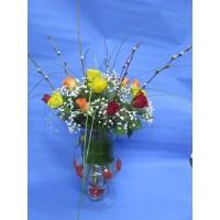 Букет 17 бр. рози, аранжирани във ваза, декорирани с гипсофил, берграс и листа аспедистра