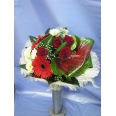 Стилен букет с антуриум, рози, гербер и хризантема,аранжиран с листа аспидистра , аралия и гипсофил