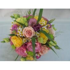 Пъстроцветен букет с рози, еустома, хризантема, аранжиран с гипсофил и нежна зеленина