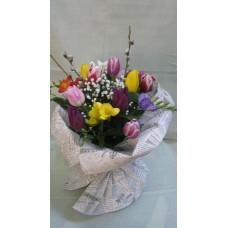 Цветен букет с лалета и фрезия. Аранжиран с нежна зеленина и гипсофил