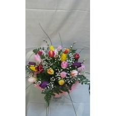 Пъстроцветен пролетен букет с 21 стръка лалета, гипсофил и нежна зеленина