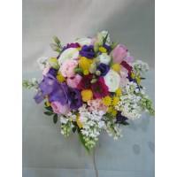 Пъстроцветен пролетен букет с 31 стръка лалета, фрезия, ранункулос, еустома, спрей роза, хризантема сантини и люляк