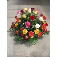 Кошница с 51 бр. пъстроцветни рози